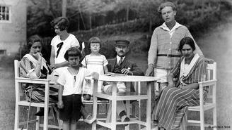 Podium Villa Esche: Portraits & Zeitgeschichte
